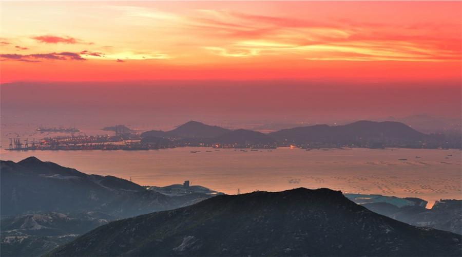 站在香港高處看到的深圳澳門