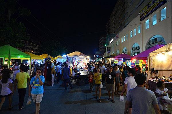 芭堤雅週末夜市Thepprasit Night Market